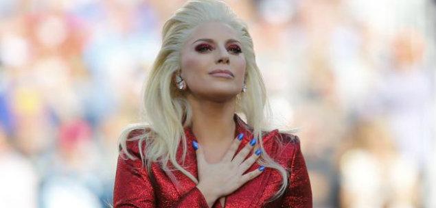 Lady Gaga interpreta hino no Super Bowl 50